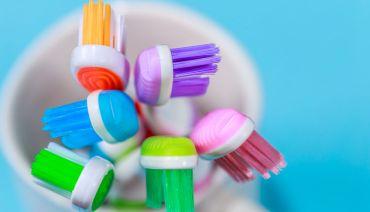 Spazzolino da denti: come sceglierlo e come usarlo nel modo giusto
