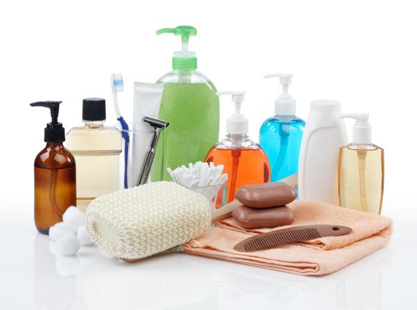 errori che commettiamo sotto la doccia che danneggiano la pelle